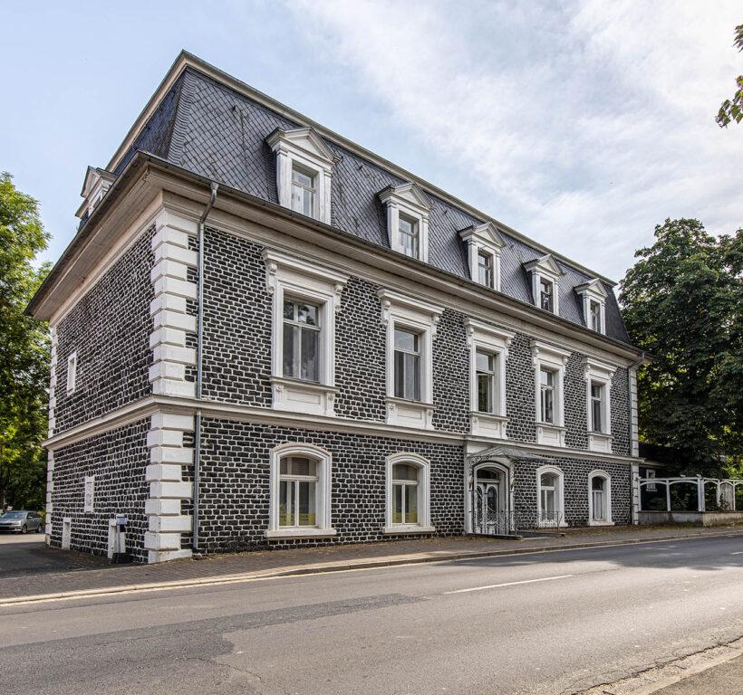 Schloss Loshausen - Mehrfamilienhaus kaufen Schwalmstadt - Marc Härter Immobilien